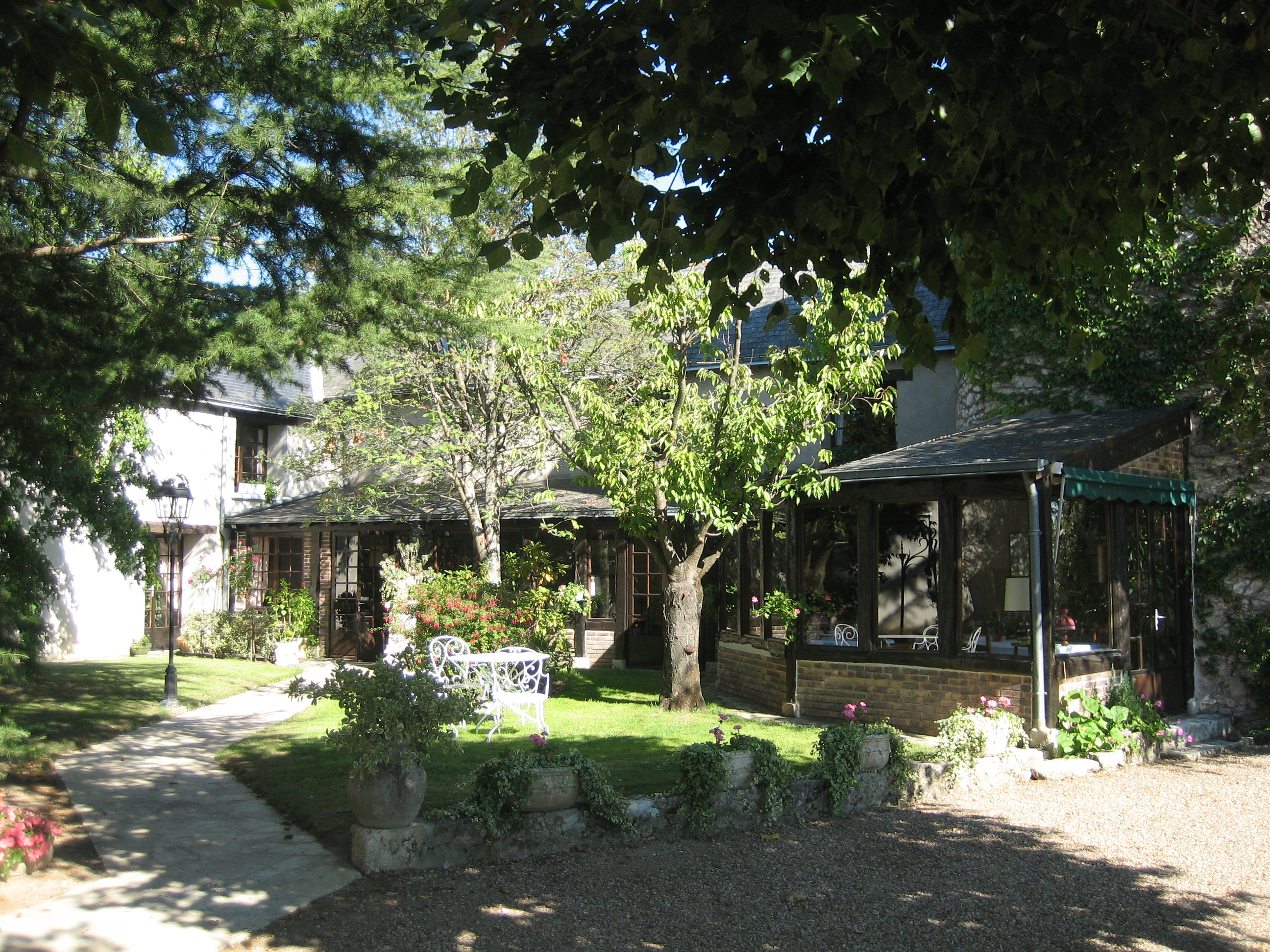Bienvenue au restaurant de la tour for Restaurant le jardin domont 95
